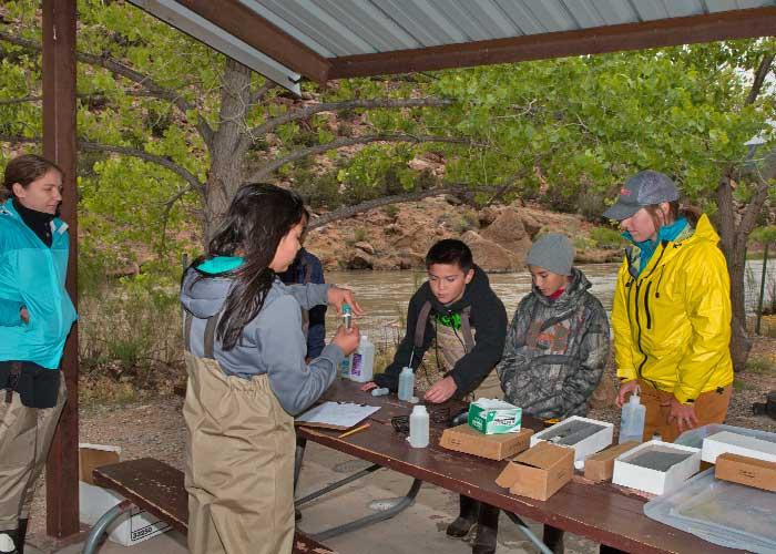 Española Valley students measure water quality on the Rio Chama (Zen Mocarski).